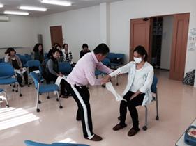 三角巾を使った包帯の訓練
