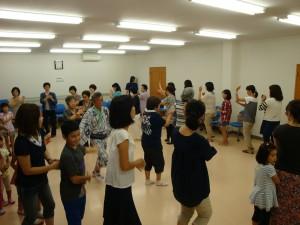 どんたくの前日・前々日に町内会館で踊りの練習が行われました。