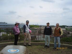 川和富士より横浜ランドマークタワーを望む