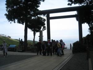 3.阿夫利神社下社から相模湾を望む